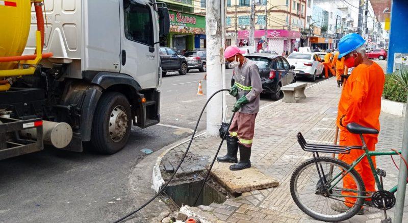 Prefeitura Desobstrui Redes Coletoras De águas Pluviais Da Avenida Do Cinquentenário