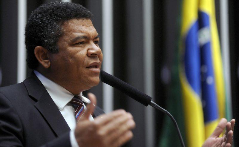"""""""Bolsonaro Aumenta A Desigualdade E O Congresso Ajuda Com Aprovação De Projeto 'fura Fila'"""", Critica Valmir"""