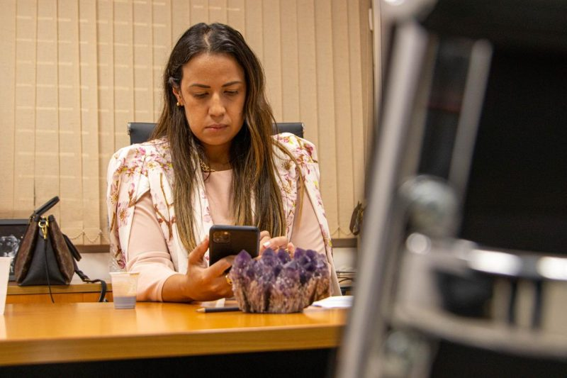 Talita Oliveira Cobra Secretário Da Saúde Em CPI Da Covid Por Compra Malsucedida De Respiradores: 'Não Esquecemos Tamanha Negligência'